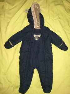 ** Baby boy snow suit brand new 3-6 months.**