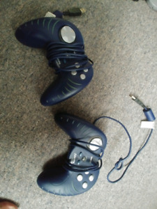 2 gaming manettes/controllers pour pc