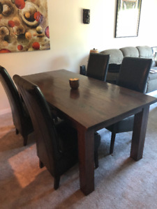 Amazing table and chairs - Moving and must sell - $350 (Burnaby)