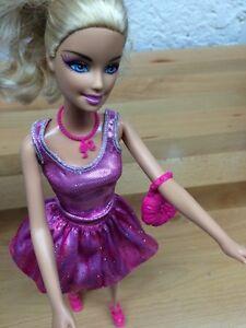 Belle Barbie  blonde avec accessoires