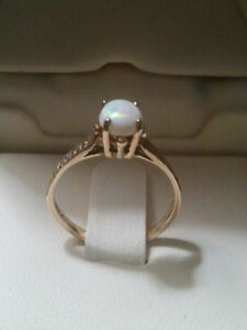 old vintage 9k gold opal ring from england stamped and halmarked