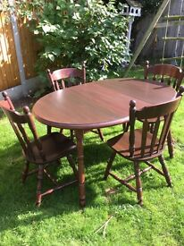 Oak extending table and 4 chairs in very good condition