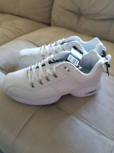 Men's shoes size 8 brand new