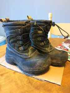 Boy North Face winter boots Size 12