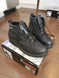 NEW Security Winter Boots 11W Rocky Vibram low cut Size 11