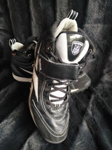 Size 11.5 Men's Reebok football cleats $30 OBO