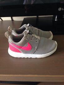 Girls Nike Roshe Run 8.5