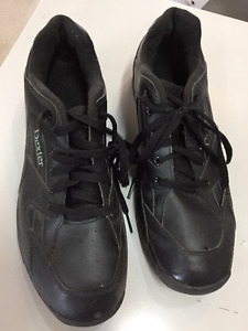 Men's Dexter bowling shoes - size 11    $15.00