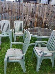 Buy or sell tables in red deer furniture kijiji for Outdoor furniture kijiji