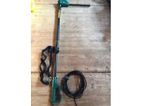 Telescopic electric hedge cutter