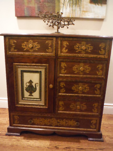 VINTAGE BUFFET REAL WOOD GREAT CONDITION $200.00
