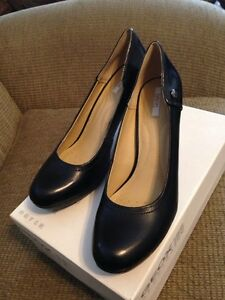 "Gorgeous 2.5"" heels, size 9"