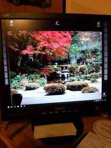 PC complet:Windows 10 Pro+Ecran 17po+Clavier/Mouse West Island Greater Montréal image 1
