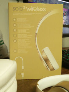 Like new in box beats solo 2 wireless Windsor Region Ontario image 1