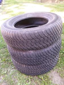 15 inch all season tires/ 15 pouces pneus 4 saisons