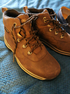 Hiking boots & casual shoes, size 6 boys