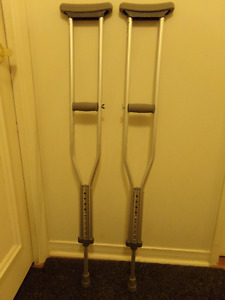 ONE PAIR FULLY ADJUSTABLE LIGHT WEIGHT ALUMINUM CRUTCHES
