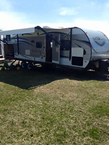 2016 Salem 30KQBSS Trailer with bunkhouse and outside kitchen