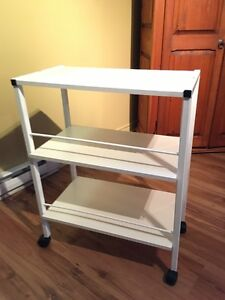 Small table on wheels- Petite table blanche sur roulettes West Island Greater Montréal image 2