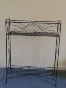 Metal bookstand/plant stand