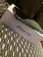 iPhone 5s MINT CONDITION 16gb