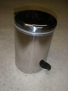 Poubelle de cuisine on acier inoxydable / SS garbage can