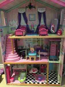 Doll House, Dolls and Accessories - KidKraft