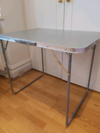 2 Folding tables for study, picknick, work-from-home