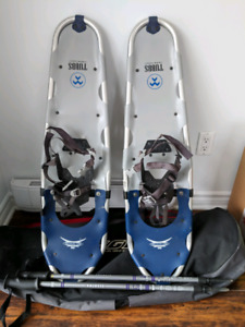 Men's snowshoe kit including carrying bag and poles.