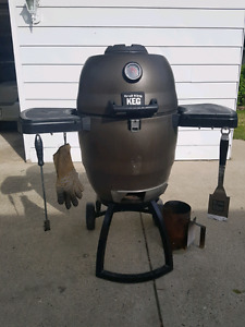 Broil king Keg Charcoal Barbeque