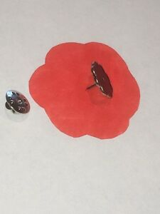 Poppy Center Pins - 5 Pin Lot Remembrance Day November 11th