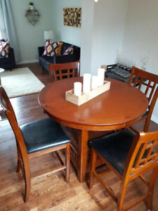 Dining room set with 4 chairs *free delivery available*