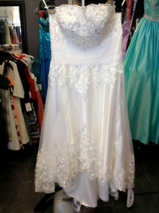 Brand new with tags wedding dress. Great for beach wedding!