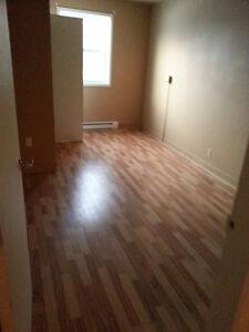 For rent $650 694 Riverside Dr