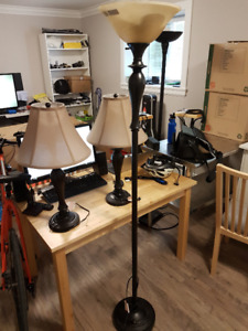 1 floor lamp with 2 matching table top lamps