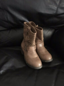 Fall / Winter Motto Ankle Boots and Sneaker Wedge size 7