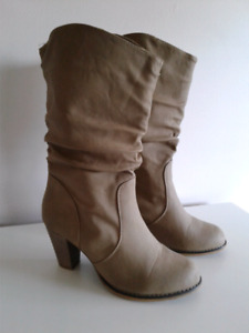 Woman suede boots, size 8.5