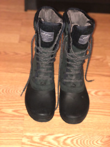"""Beautiful snow Boots for Women size 9 """" The North Face """""""