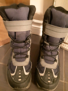 Winter boots boy's size 7 excellent condition $20