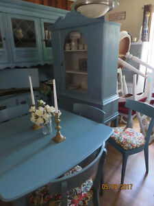 Lovely Shabby Chic Mid Century Modern Table & Chair Set