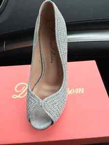 BRAND NEW ENVY SILVER SHOES, SIZE 7.5 $15