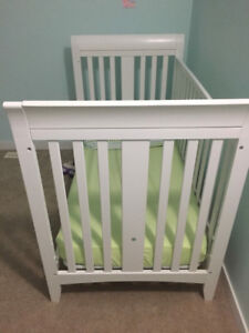 SouthShore crib converts to toddler bed