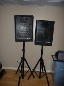 2 Yorkville YS153 Performance Series With Stands