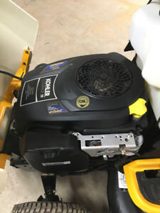 Cub cadet lawn tractor, LIKE NEW