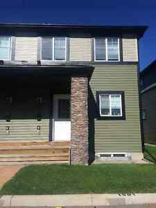 YOUR FAMILY WILL LOVE THIS 3 BEDROOM TOWNHOUSE IN AIRDRIE