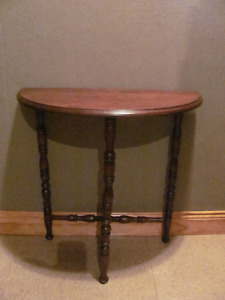 Vintage solid walnut end table in good condition $48