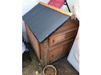 Chicken or duck house coop in excellent condition