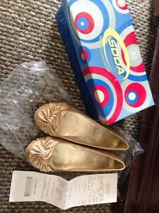 Size 8.5 gold sparkly flats London Ontario image 1