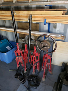 Javelin  pipe  stands