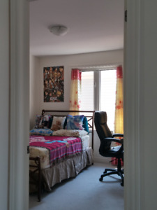 Room sharing for rent in Niagara Falls for students
